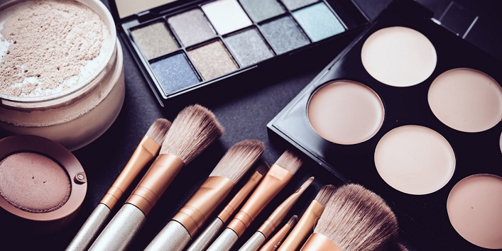 Pros and cons of applying makeup 4