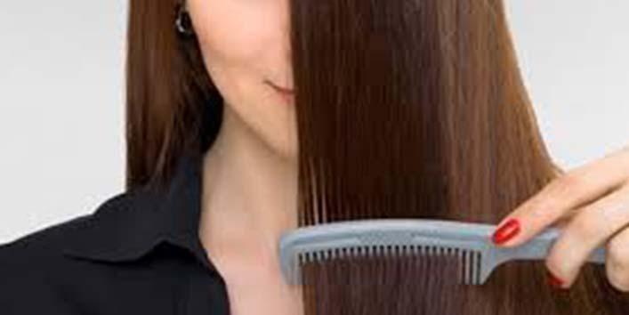 बाल बनाते वक्त हाथ से कंघी का छूटना