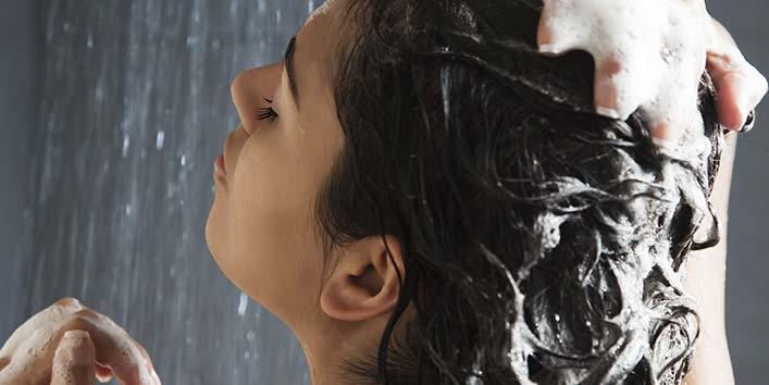 मासिक धर्म में रात को बाल धोना