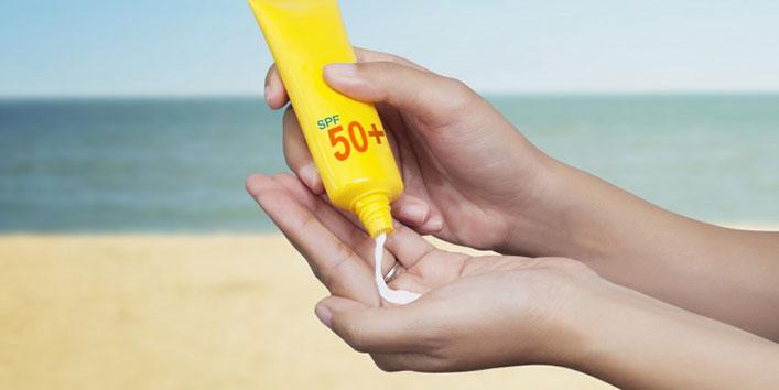 सनस्क्रीन लगाना ना भूलें