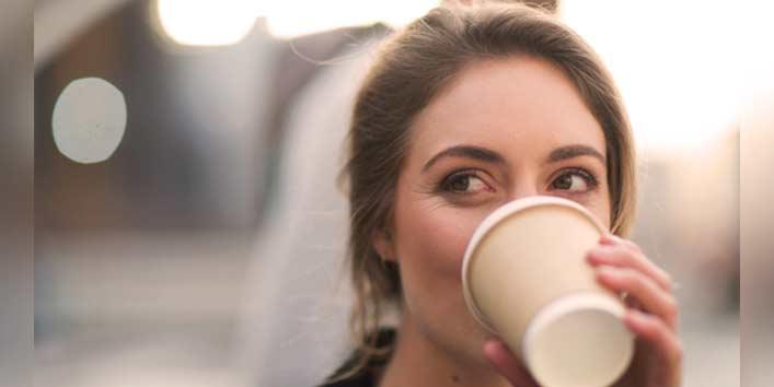 महंगे फूड जॉइंट पर जाने की अपेक्षा घर पर बनाये कॉफी
